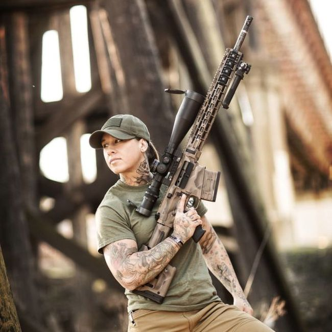 Instead Of Hunting Animals This Girl Hunts Poachers In Africa (23 pics)