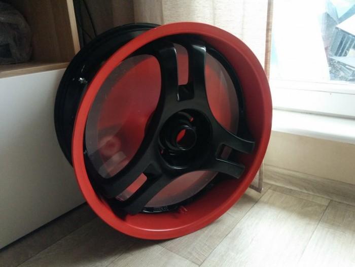 Man Turns His Wheel Rim Into The Ultimate PC (50 pics)