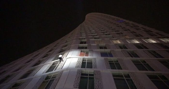 This Real Life Spider-Man Climbed Dubai's Twisted Tower (10 pics)