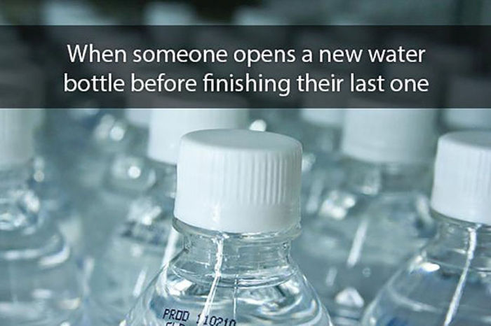 Annoying Habits That Drive People Absolutely Crazy (12 pics)