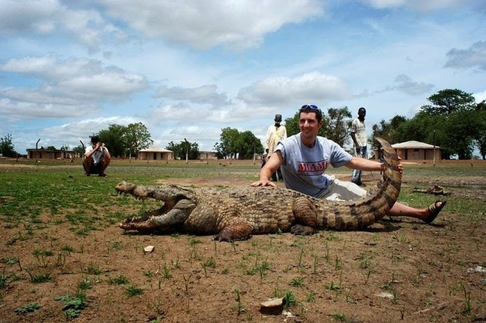 Άνθρωποι ζουν πλάι-πλάι με Κροκόδειλοι Σε αυτή την αφρικανική Χωριό (6 φωτογραφίες)