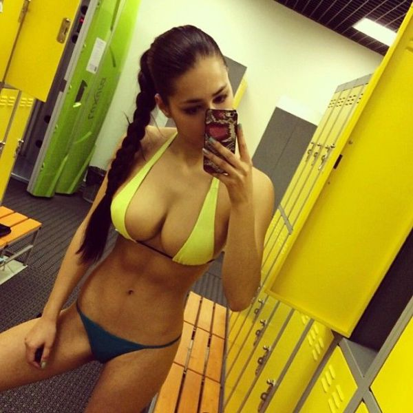 There's Nothing Hotter Than A Girl With Gorgeous Cleavage (54 pics)