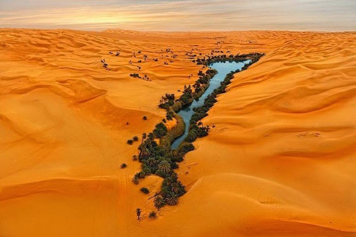 Ubari Is An Incredible Oasis In The Sahara Desert (10 pics)