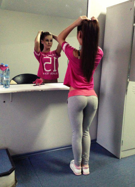 Sexy Girls Always Look Gorgeous In Yoga Pants (67 pics)