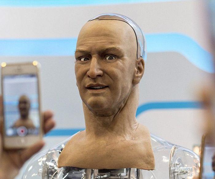 This Amazing Humanoid Robot Can Make Lifelike Facial ...