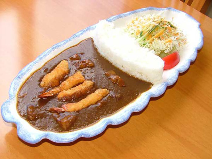 Japanese Restaurants Serve Curry With A Rice Dam (9 pics)
