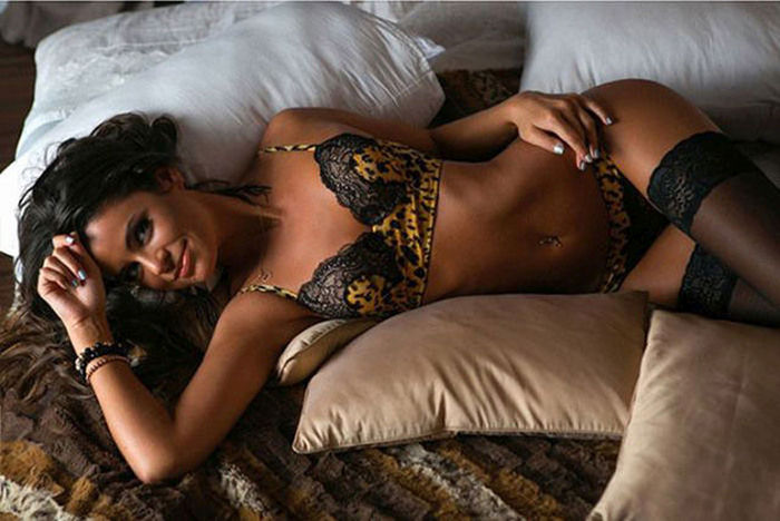 Girls Who Love Showing Off Their Sexy Sides In Lingerie (61 pics)