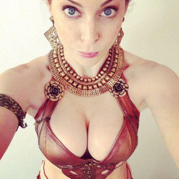 Girls Got Cleavage (48 pics)