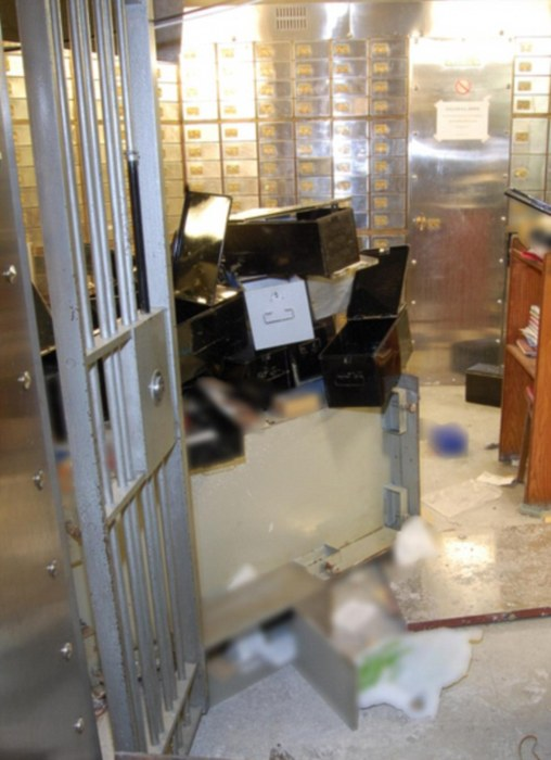 A Look At The Aftermath Of The Hatton Garden Gem Heist (10 pics)
