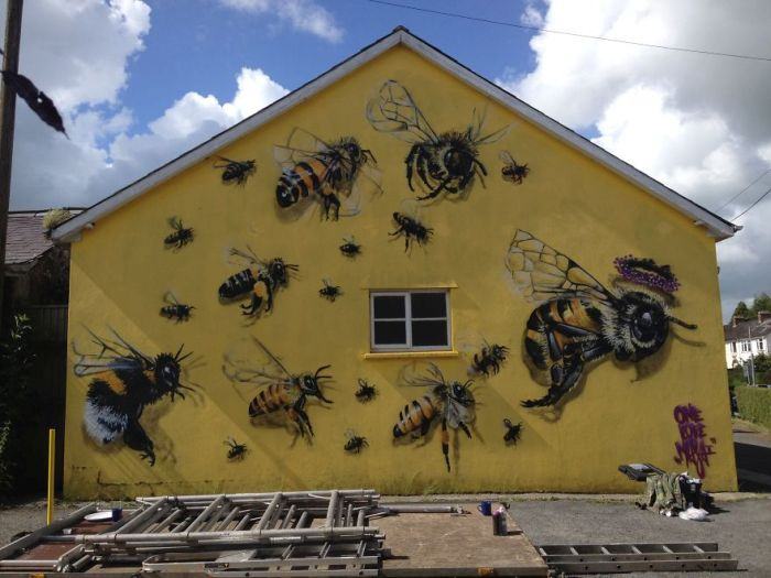 Street Artist In London Paints Bee Murals To Help Raise Awareness (14 pics)