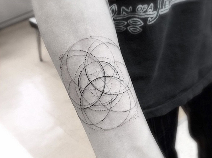 Brian Woo's Geometric Tattoos Have Made Him Famous (17 pics)