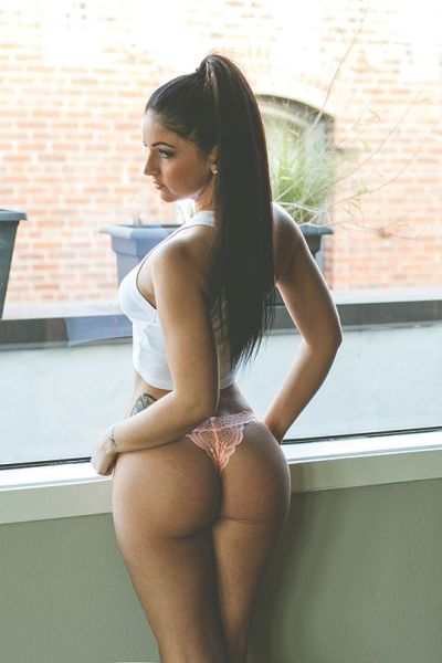 Hot Girls And Great Butts Go So Well Together (53 pics)