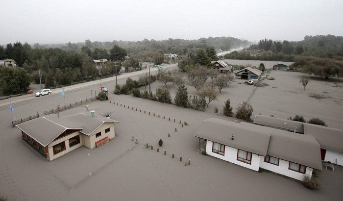 The Eruption Of Chile's Calbuco Volcano Covers Local Towns In Ash (18 pics)