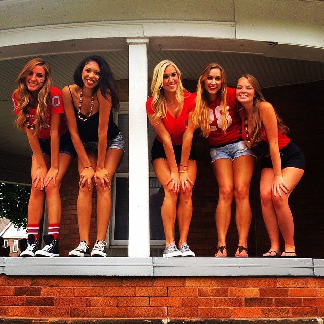 College Girls Know How To Look Hot And Have Fun (39 pics)
