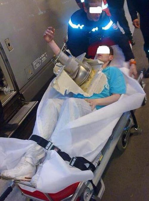 His Arm Got Stuck In A Toilet After He Dropped His Phone (4 pics)