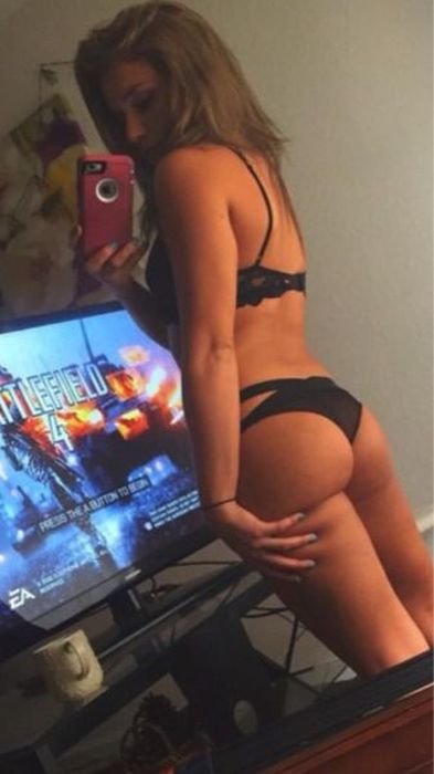 Hot Gaming Girls (35 pics)
