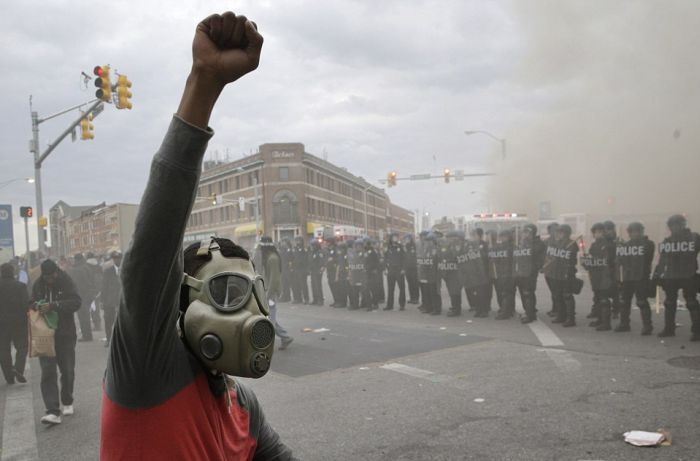 Baltimore Is Burning To The Ground As Rioters Takeover The City (30 pics)