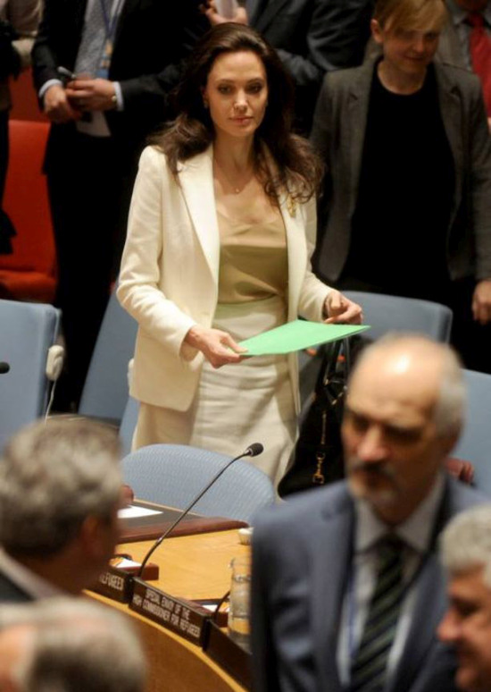 Angelina Jolie Shows Up At The United Nations Without A ... анджелина джоли