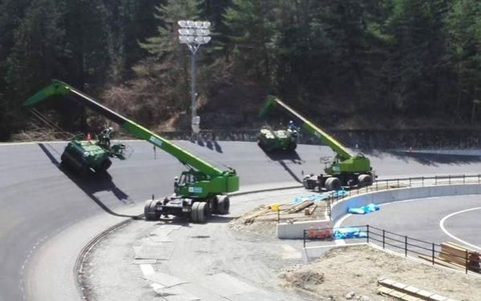 How A Race Track Is Built (3 pics)