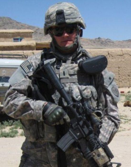 Woman Disrespects Afghanistan War Veteran By Calling Him A Murderer (2 pics)