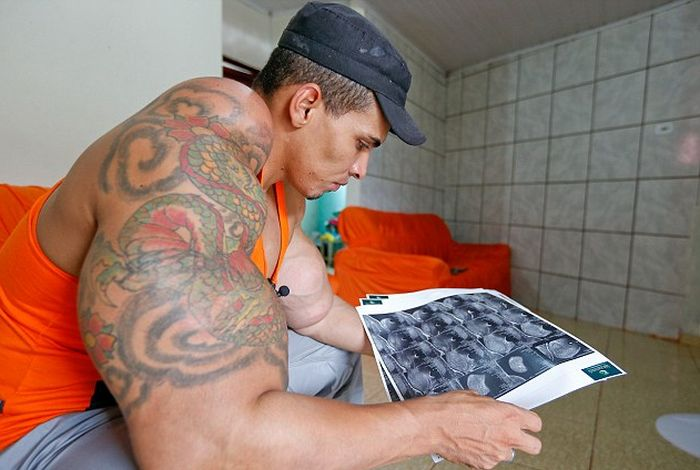 This Bodybuilder Has Turned Himself Into A Beast (9 pics)