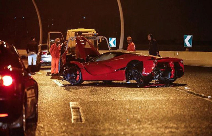LaFerrari Supercar Gets Banged Up (5 pics)