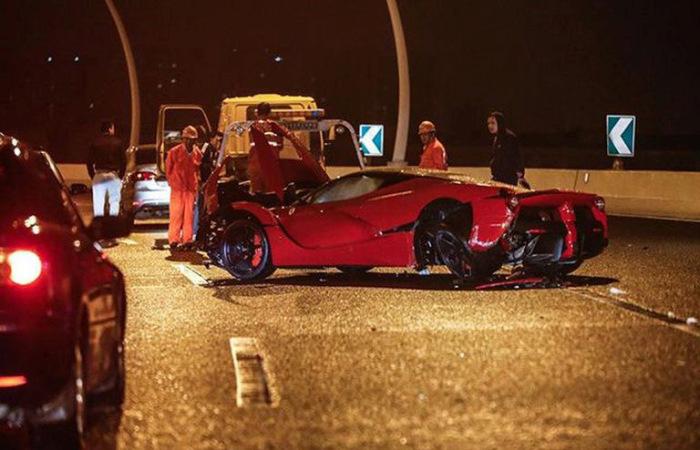 LaFerrari Supercar Gets Banged Up (5 pics)
