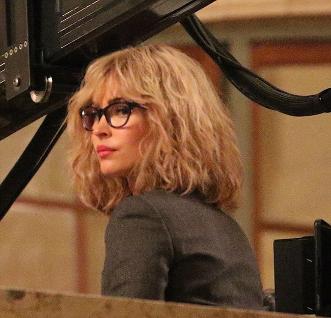Megan Fox Goes Blonde For New Teenage Mutant Ninja Turtles Movie (6 pics)