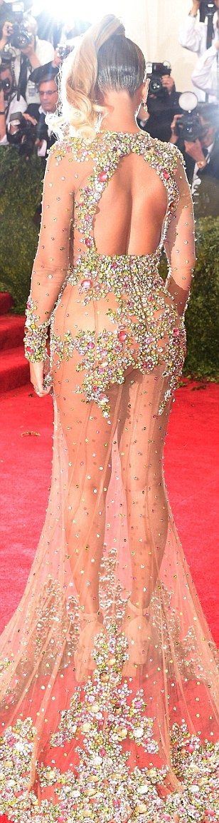 Beyonce Stuns Everyone As She Shows Up To Met Gala Nearly Nude (14 pics)