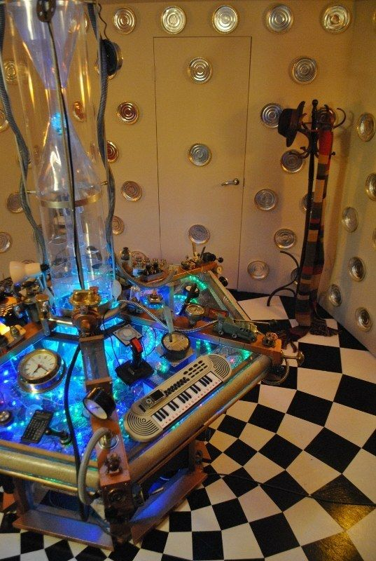 This Guy Built A TARDIS From Doctor Who And It's Impressive (8 pics)