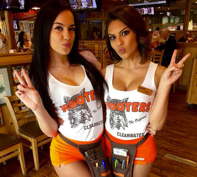 Santa Monica Mercedes >> Hooters Girls Are The Hottest Servers On The Planet (44 pics)