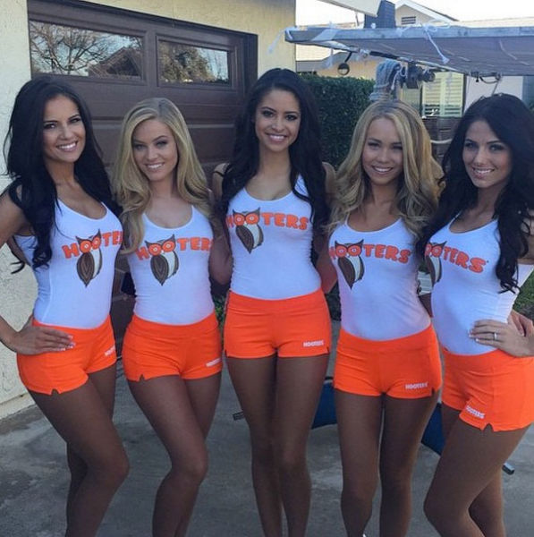 Hooters Girls Are The Hottest Servers On The Planet 44 Pics-9284