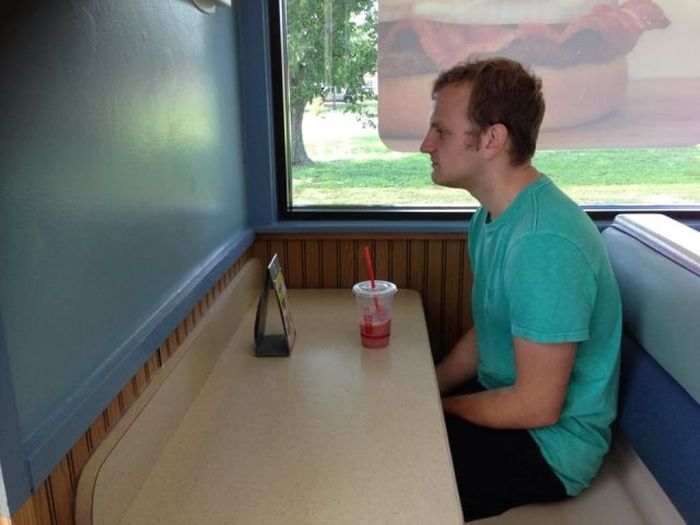 Unfortunate Moments All Single People Can Relate To (44 pics)