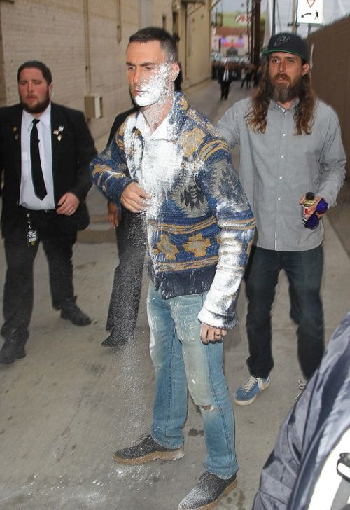 Adam Levine Got Hit With A Bag Of Sugar Before Jimmy Kimmel Live (6 pics)