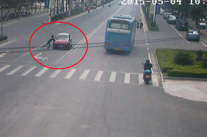 Man Tries To Extort Money From Driver By Jumping In Front Of Their Car (7 pics)