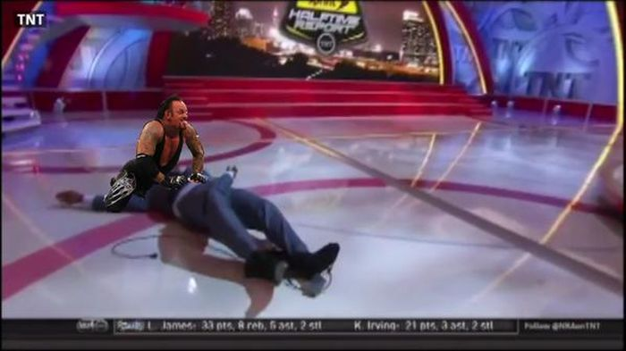 Shaq Took A Dive On ESPN And Now He's The Internet's Favorite Meme (13 pics)