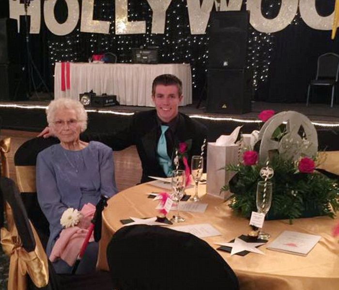 This Indiana Teen Took His 93 Year Old Grandmother To Prom (5 pics)