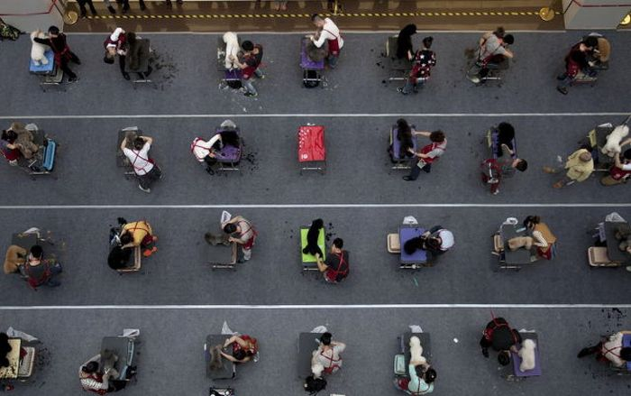 Candid Photos Show A Different Side Of Life In China (59 pics)