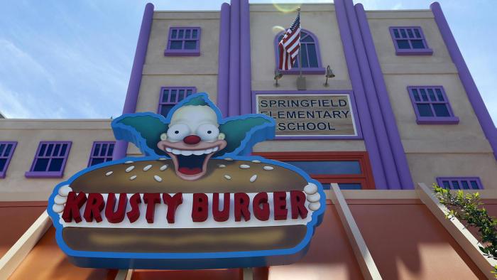 Universal Studios Has Recreated The Simpsons' Hometown Of Springfield (20 pics)