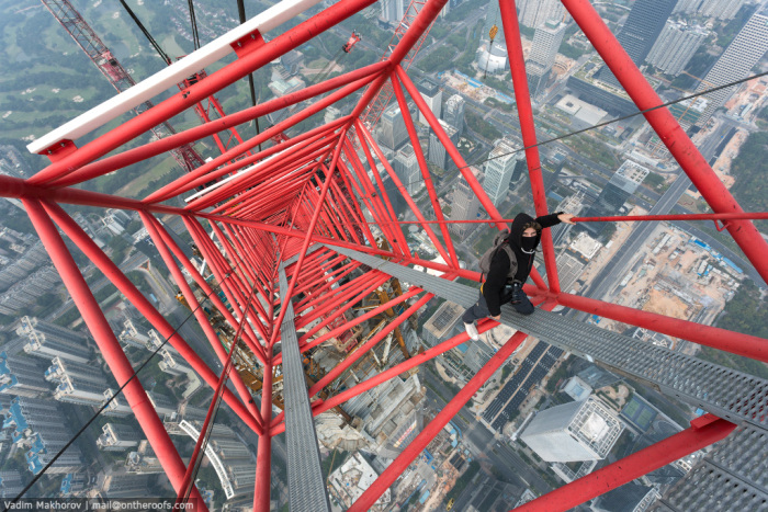 Two Daredevils Climbed The Second Highest Skyscraper To Take Selfies (7 pics + video)