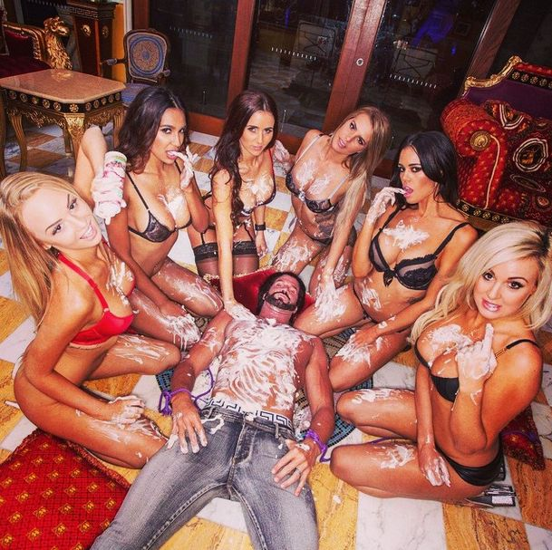 Meet Travers Beynon Better Known As Australia's Hugh Hefner (19 pics)