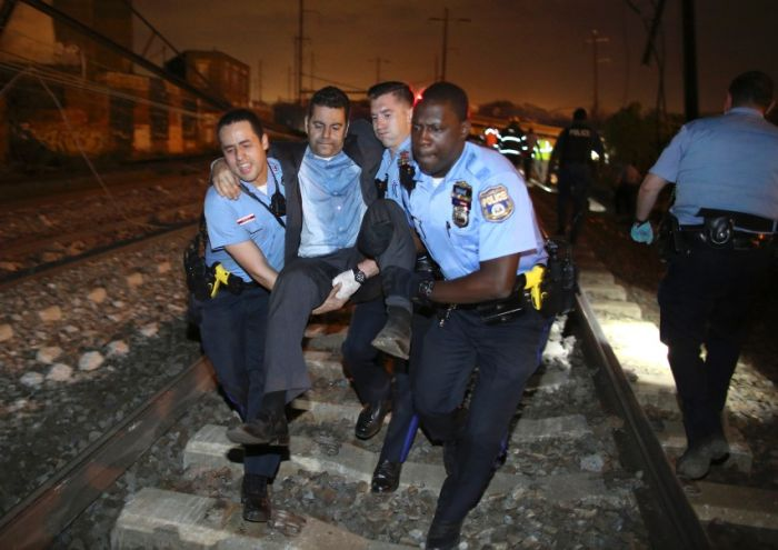 Shocking Photos From The Recent Amtrak Crash In Philadelphia (10 pics)
