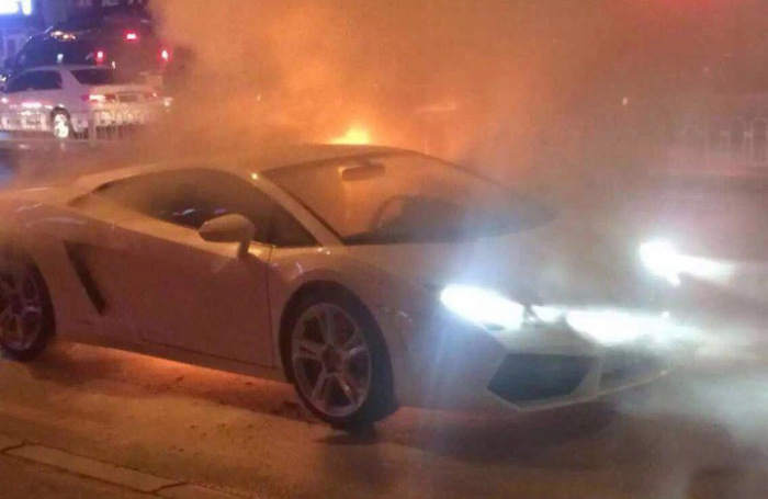 Lamborghini Catches Fire And Burns To The Ground (4 pics)