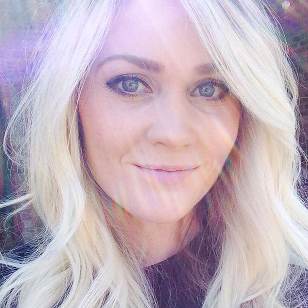 Woman Shows The Dangers Of Tanning With Graphic Selfie (5 pics)