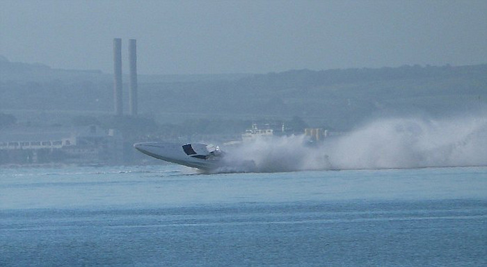 Speedboat Flips Over And Injures Several People During A Test Run (7 pics)