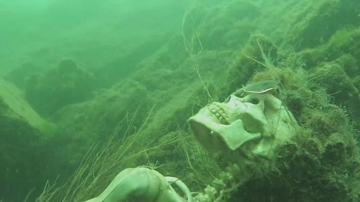 Man Finds Something Crazy In The Colorado River (4 pics)