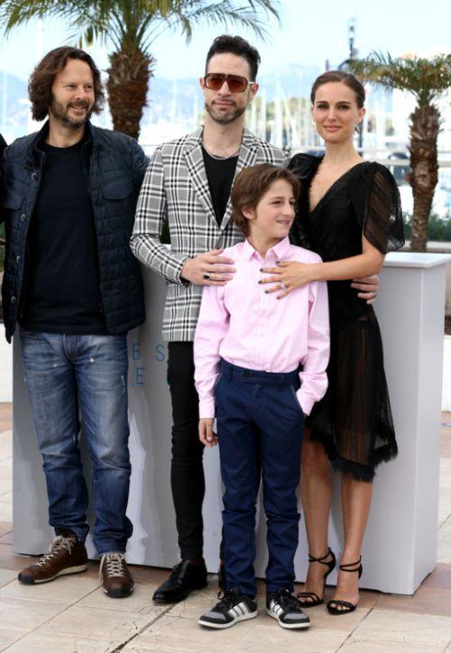 Natalie Portman Showed Off Her Beautiful Backside At Cannes (5 pics)