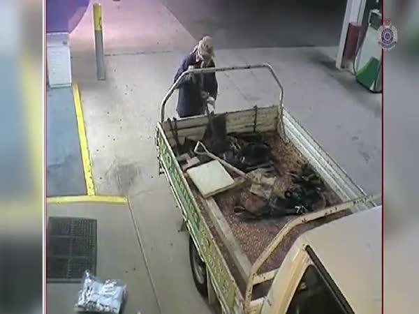 Funny ATM Robbery Fail