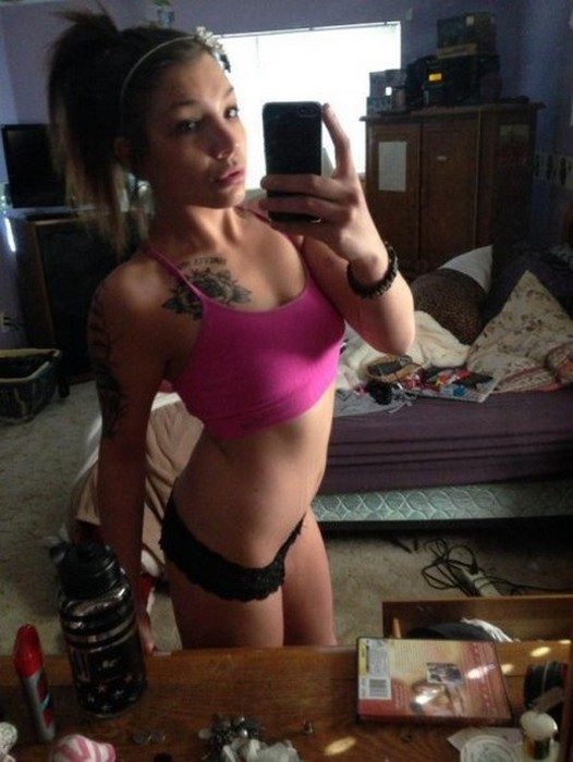 These Sexy Selfies Are Exactly What You Need Right Now (33 pics)