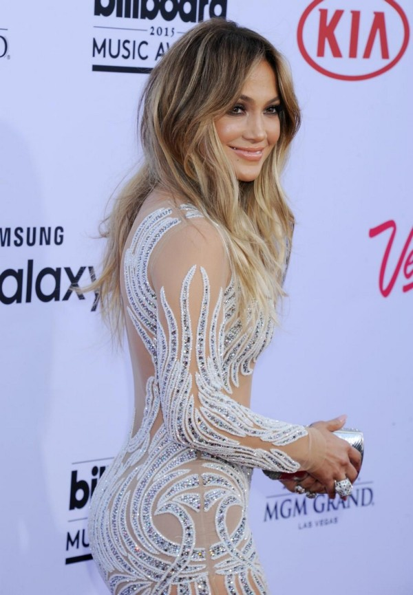 Jennifer Lopez Proved She Can Still Drop Jaws At The Billboard Music Awards (9 pics)
